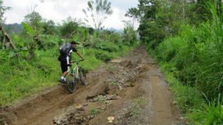 バリ島一周自転車ツーリング13日目 ブラタン湖からバトゥール湖へ未舗装を大移動 長男再び行方不明に!