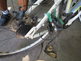 バリ島一周自転車ツーリング3日目 ギアがぶっ壊れて走れなくなる!