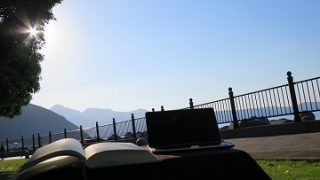 どこでも電源付カフェ作戦!【軽量太陽電池で電源確保】私の自由の翼がまた一つ広がった!^^