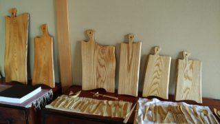 【hibinoパンと木と竹の中村さとみさん】山寺に住む若い女性にまな板を作ってもらいました。